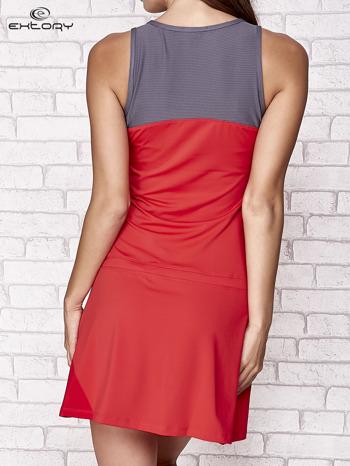 Ciemnokoralowa sukienka sportowa z szarymi wstawkami                                  zdj.                                  2