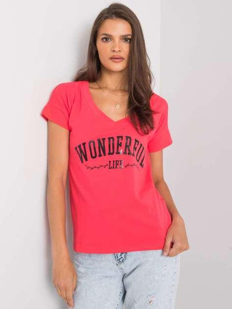 Ciemnokoralowy t-shirt z napisem Leila