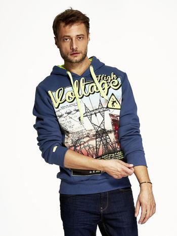 Ciemnoniebieska bluza męska z industrialnym nadrukiem                              zdj.                              1