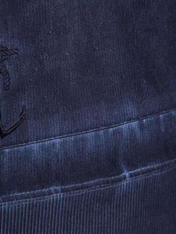 Ciemnoniebieska bluza z kapturem z efektem sprania                                  zdj.                                  7