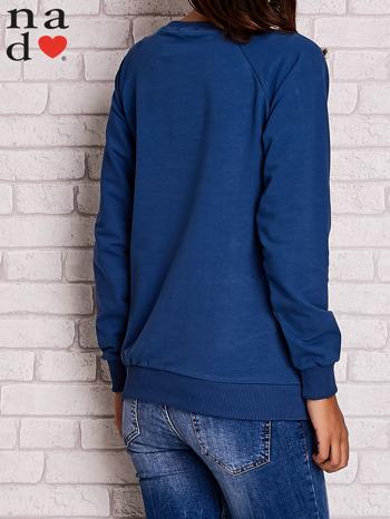 Ciemnoniebieska bluza z motywem Wieży Eiffla                                  zdj.                                  4
