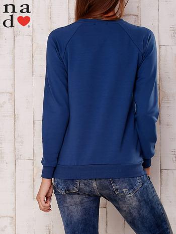 Ciemnoniebieska bluza z nadrukiem gwiazdy                                  zdj.                                  4