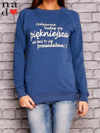 Ciemnoniebieska bluza z napisem CODZIENNIE BUDZĘ SIĘ PIĘKNIEJSZA                              zdj.                              1