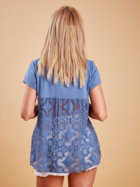 Ciemnoniebieska bluzka z koronkową wstawką na plecach                              zdj.                              2
