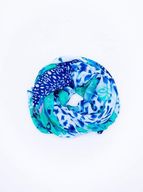 Ciemnoniebieska chusta w różnorodone wzory                                  zdj.                                  2