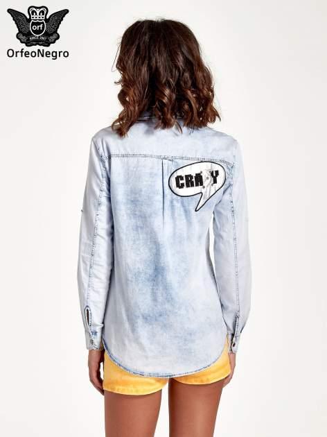 Ciemnoniebieska jeansowa koszula z naszywkami                                  zdj.                                  4