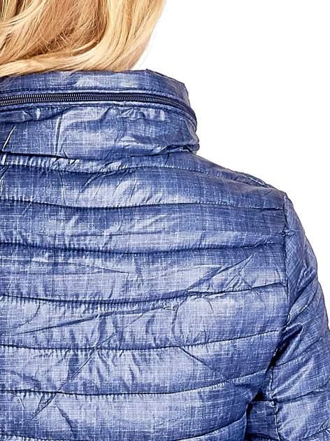 Ciemnoniebieska lekka kurtka puchowa z suwakami przy rękawach                                  zdj.                                  6