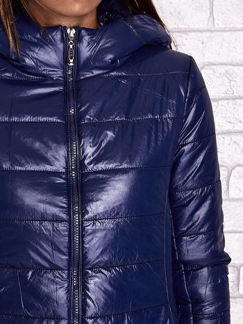 Ciemnoniebieska przejściowa kurtka z kapturem i kieszeniami                                  zdj.                                  9