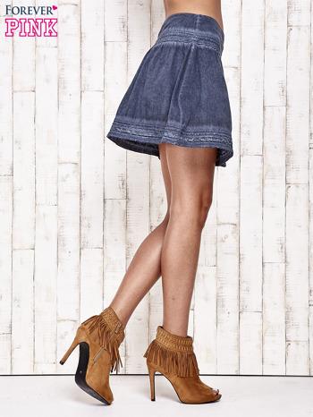Ciemnoniebieska spódnica z efektem dekatyzowania                                  zdj.                                  4