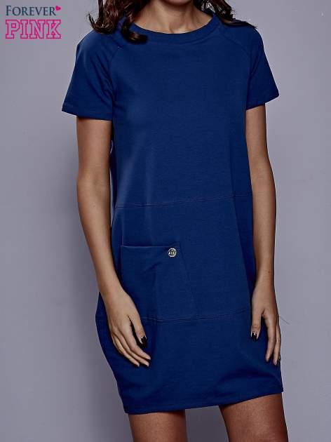 Ciemnoniebieska sukienka dresowa z kieszenią z boku                                  zdj.                                  1
