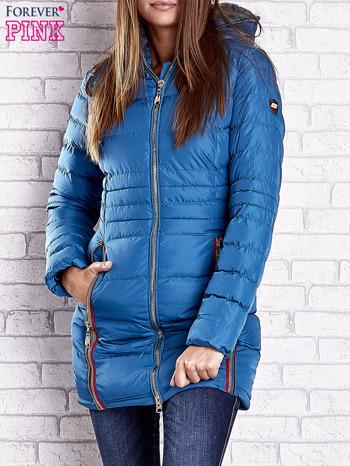 Ciemnoniebieski pikowany płaszcz ze złotymi suwakami                                  zdj.                                  1