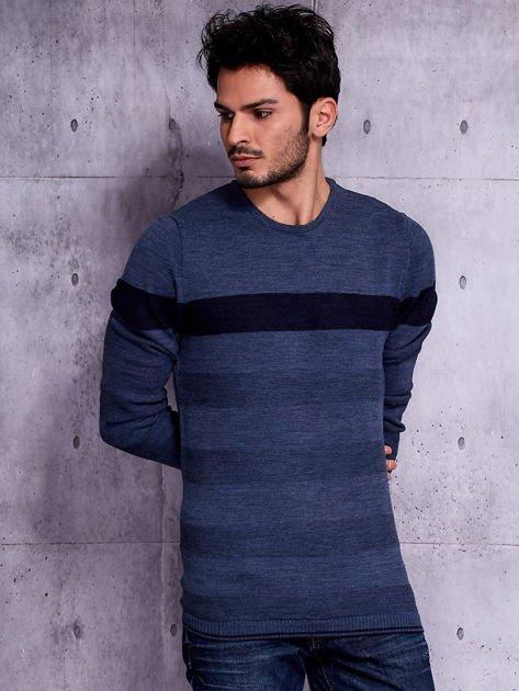 Ciemnoniebieski sweter męski z kontrastową wstawką                              zdj.                              1