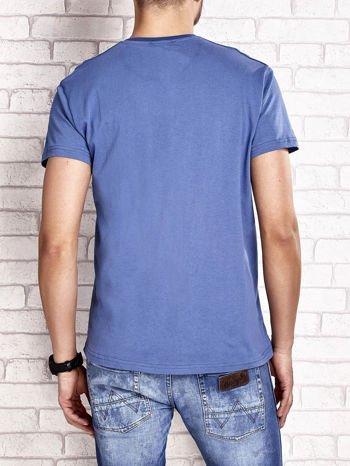 Ciemnoniebieski t-shirt męski z marynarskim motywem i napisem SAILING                                  zdj.                                  2