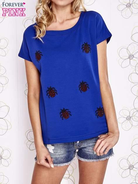 Ciemnoniebieski t-shirt z aplikacją owadów                                  zdj.                                  1