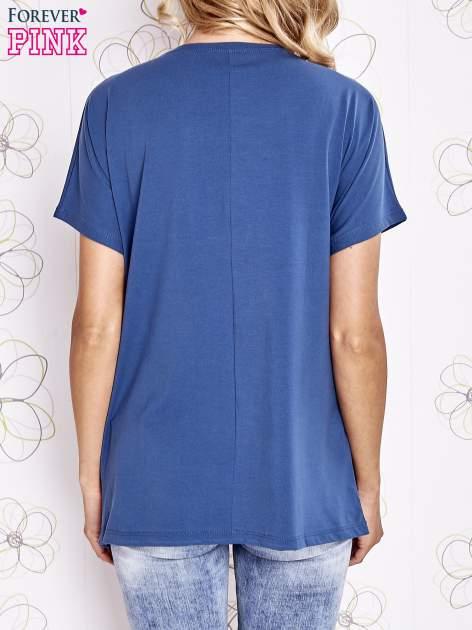 Ciemnoniebieski t-shirt z hashtagiem #BECAUSE                                  zdj.                                  4