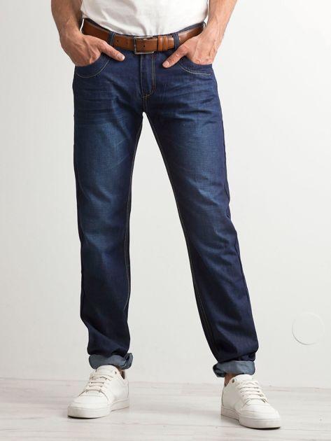 Ciemnoniebieskie klasyczne jeansy męskie                              zdj.                              1