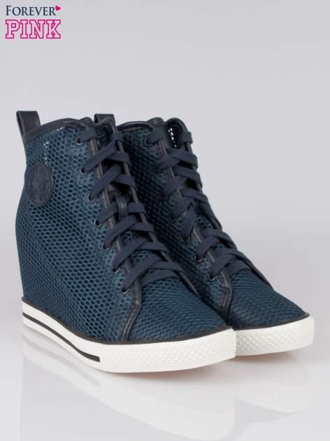 Ciemnoniebieskie siateczkowe sneakersy damskie                                  zdj.                                  2