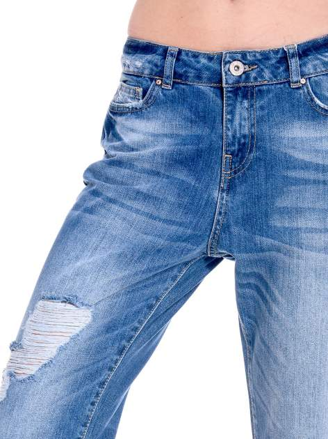 Ciemnoniebieskie spodnie boyfried jeans z dziurami                                  zdj.                                  7
