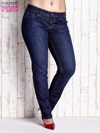 Ciemnoniebieskie spodnie jeansy z przetarciami PLUS SIZE                                  zdj.                                  1