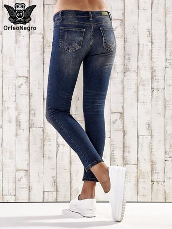 Ciemnoniebieskie spodnie skinny jeans z ćwiekami                                  zdj.                                  3