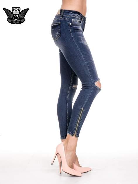 Ciemnoniebieskie spodnie skinny jeans z dziurami i zamkami                              zdj.                              3