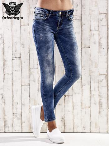 Ciemnoniebieskie spodnie skinny jeans z przetarciami                                  zdj.                                  1