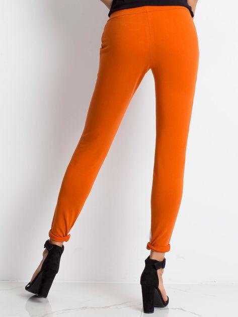 Ciemnopomarańczowe spodnie dresowe Defined                              zdj.                              2