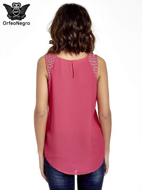Ciemnoróżowa bluzka koszulowa z koralikami przy ramionach                                  zdj.                                  4