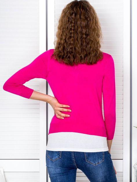 Ciemnoróżowy sweter damski z guzikami                               zdj.                              2