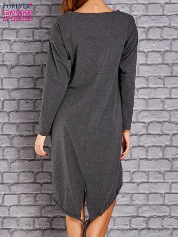 Ciemnoszara asymetryczna sukienka z naszywką i troczkami                                  zdj.                                  4