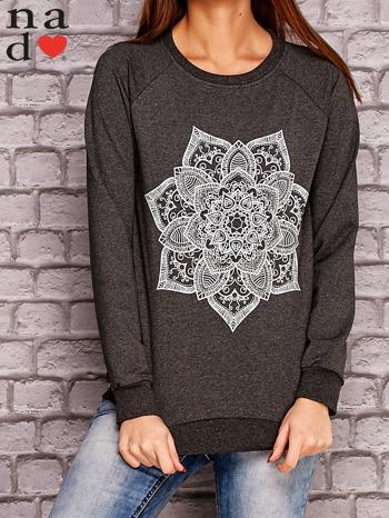 Ciemnoszara bluza z ornamentowym nadrukiem                                  zdj.                                  1