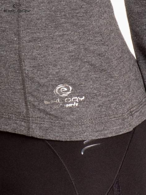 Ciemnoszara bluzka sportowa z dekoltem V                                  zdj.                                  6