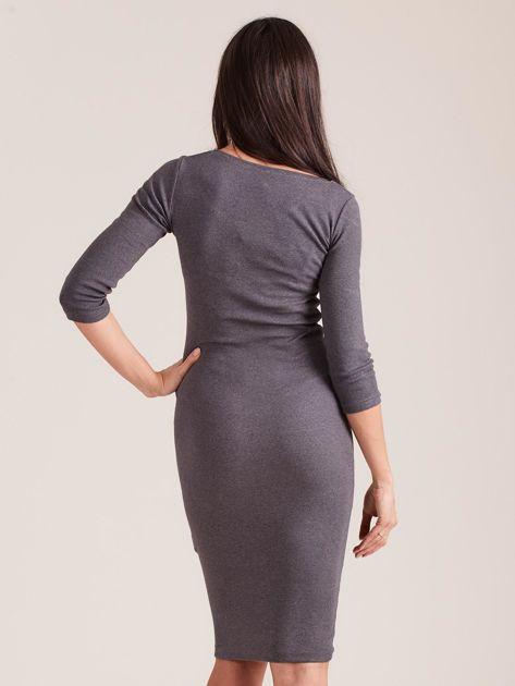 Ciemnoszara dopasowana prążkowana sukienka                              zdj.                              2