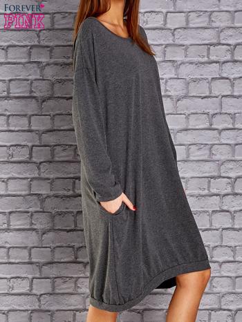 Ciemnoszara dresowa sukienka oversize z kieszeniami                                  zdj.                                  3