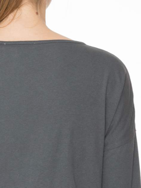 Ciemnoszara luźna bluzka z rękawem 3/4                                  zdj.                                  6