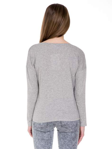 Ciemnoszara melanżowa bawełniana bluzka z dekoltem typu woda                                  zdj.                                  4