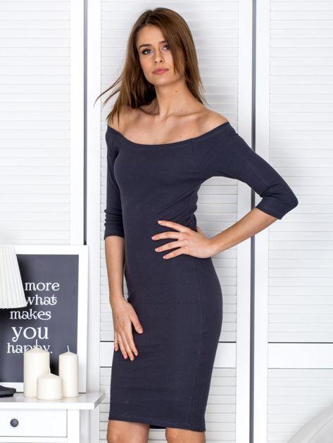 Ciemnoszara prążkowana sukienka odsłaniająca ramiona                              zdj.                              3