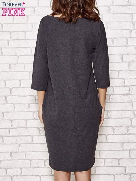 Ciemnoszara prosta sukienka dresowa                                  zdj.                                  4