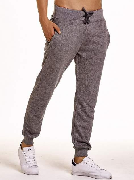 Ciemnoszare melanżowe spodnie męskie z trokami i kieszeniami                                  zdj.                                  4