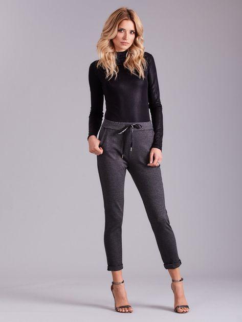 Ciemnoszare spodnie damskie z troczkami                              zdj.                              1