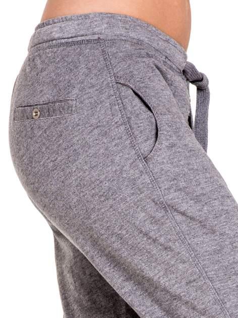 Ciemnoszare spodnie dresowe damskie z guziczkami                                  zdj.                                  6