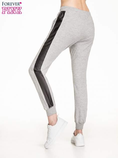 Ciemnoszare spodnie dresowe damskie ze skórzanymi lampasami                                  zdj.                                  2