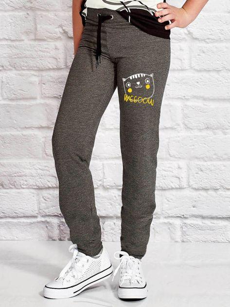 Ciemnoszare spodnie dresowe dla dziewczynki nadruk kota                              zdj.                              1