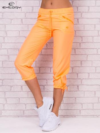Ciemnoszare spodnie sportowe capri z wiązaniem                                  zdj.                                  4