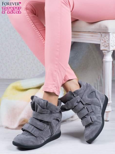 Ciemnoszare zamszowe sneakersy na rzepy