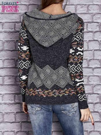 Ciemnoszary sweter long hair w azteckie motywy z kapturem                                  zdj.                                  4