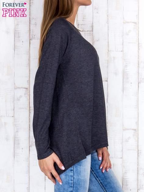 Ciemnoszary sweter z dłuższym tyłem i zakładką na plecach                                  zdj.                                  3