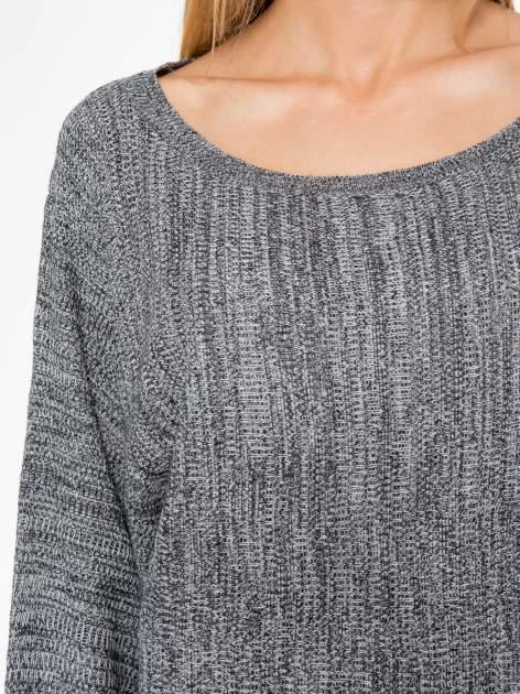 Ciemnoszary sweter z nietoperzowymi rękawami                                  zdj.                                  5