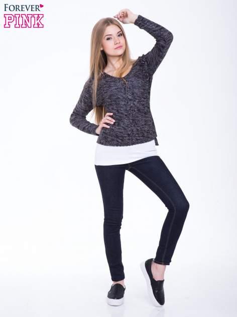 Ciemnoszary sweter z warkoczowym splotem z przodu                                  zdj.                                  4