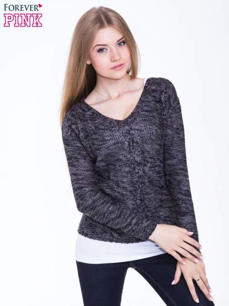 Ciemnoszary sweter z warkoczowym splotem z przodu                                  zdj.                                  1